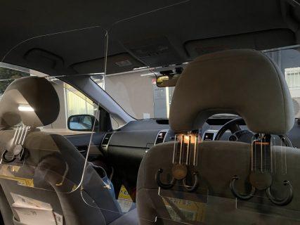 車内用アクリル板を設置いたしました